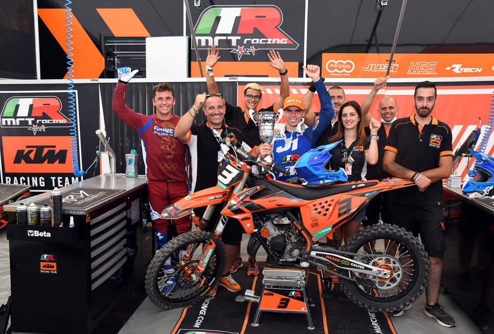 il Team MRT con Lata e Lupino dopo il GP di Maggiora
