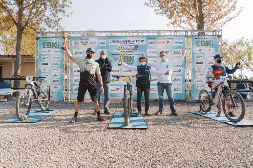 Podio Supercampione - a sinistra Roberto Fabbri dominatore del round cremonese E-Bike Cross